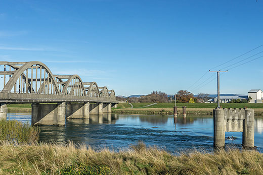 Scenic Balclutha and the hsitoric Balclutha Road Bridge