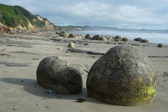 the moeraki boulders in New Zealand